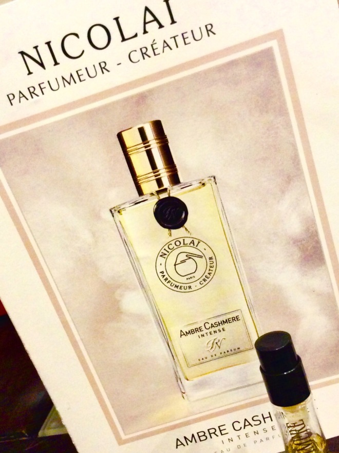 Parfums de Nicolai - Ambre Cashmere Intense | photo by BonjourPerfume