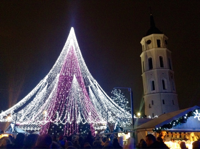 Christmas market at cathedral square in Vilnius | photo by BonjourPerfume